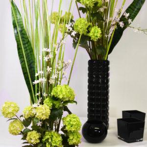 Vase noir et fleurs vertes pack décoration Intemporelle