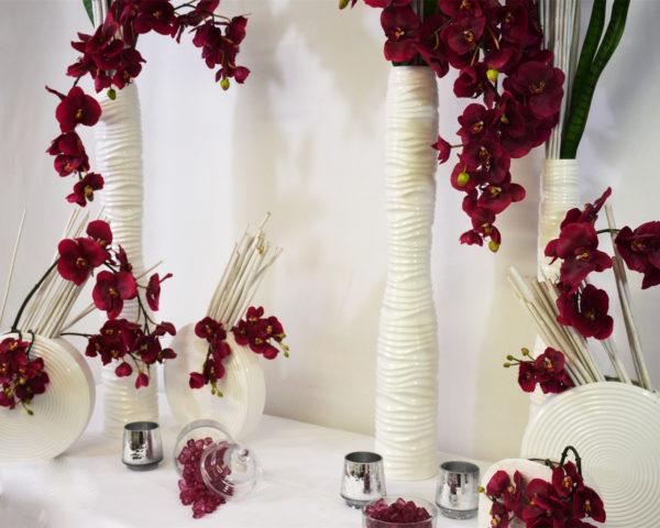 Décoration fleurs prunes et vases blancs pack décoration nuances subtiles