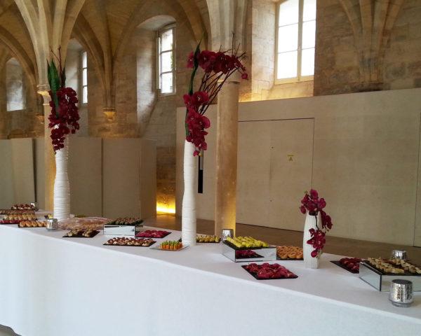 Pack décoration nuances subtiles avec fleurs prunes