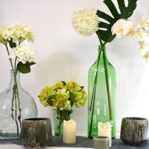 Décoration verte avec fleurs